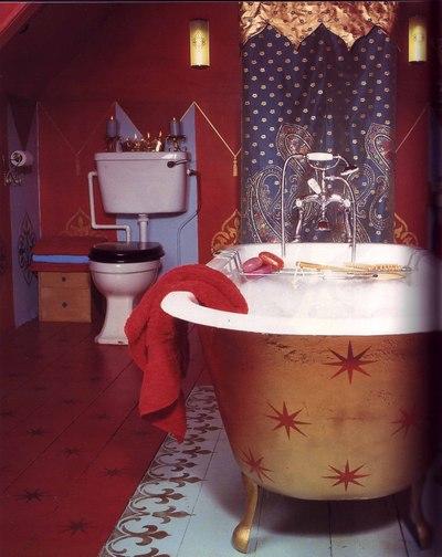Rachels_red_stripe_bathroom