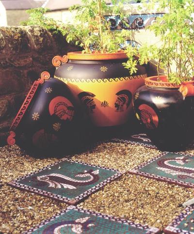 Mosaic_slab_garden_pots_2