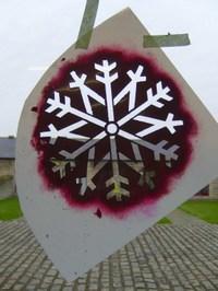 1_snowflake_stencil_em211