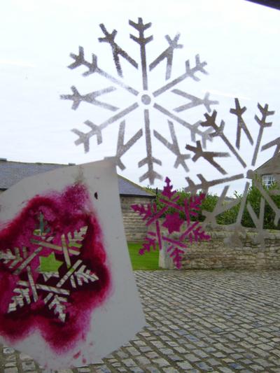 3_snow_flake_stencil_on_window_em_2