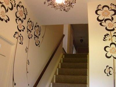 6_ltl_designer_blossom_on_stairs_em