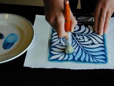 Applying_stencil_crayon_2