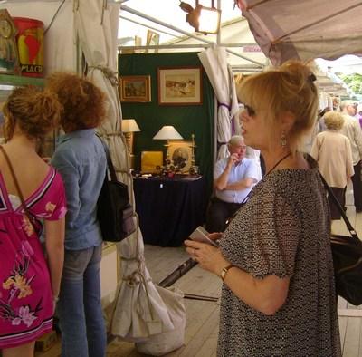 Di_overton_at_paris_market_em33